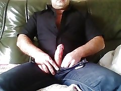 SHOW BIG COCK CUM BEAR HAIRY