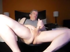 Dad jerking in the hotel room