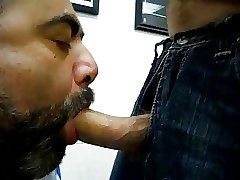 daddy bear sucking a nice cock
